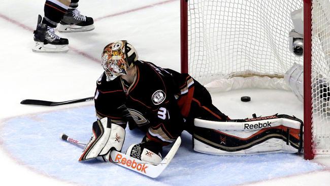 Ducks Lose To Blackhawks