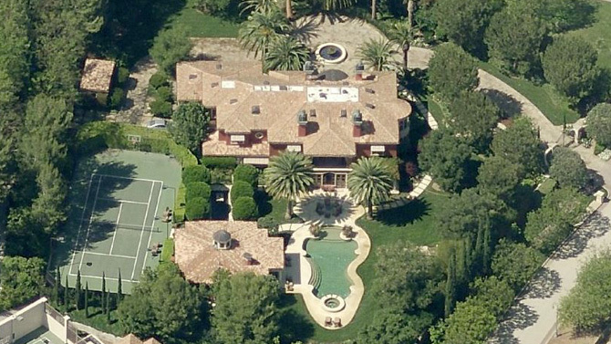 Reba McEntire Sells Beverly Hills Estate