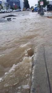 Water main break causes flood on Melrose Avenue. Photo courtesy B fine @Ben_Fine1