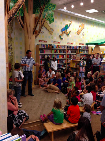 The Model Deaf Community also hosted an ASL Storytime event at Barnes and Noble back in 2013.