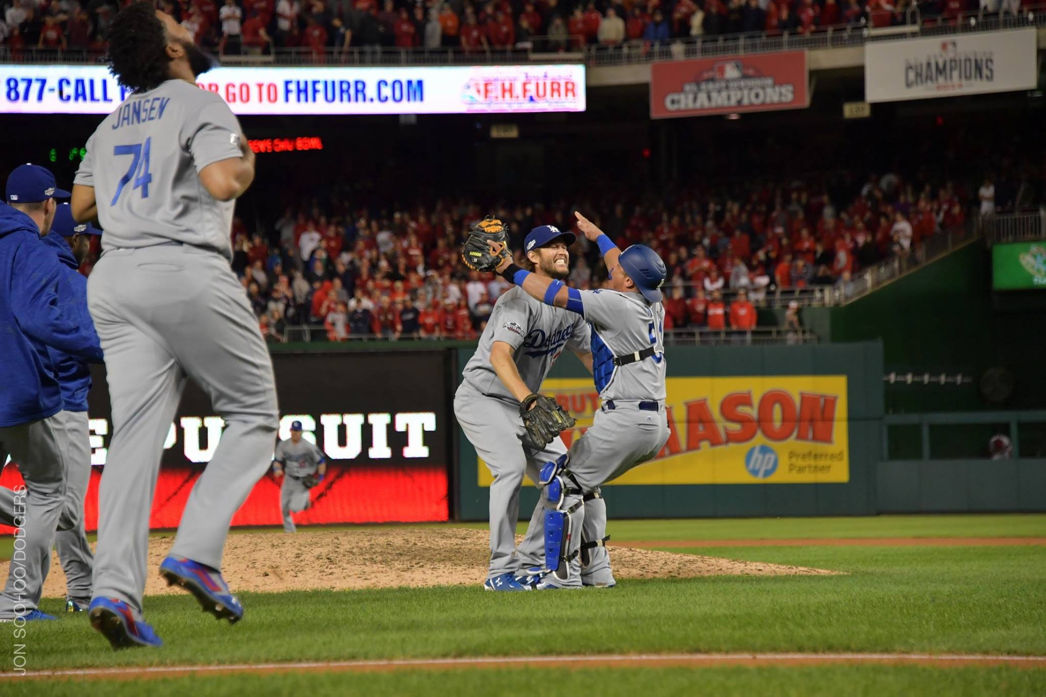 Hill, Dodgers shut out Cubs for 2-1 NLCS lead