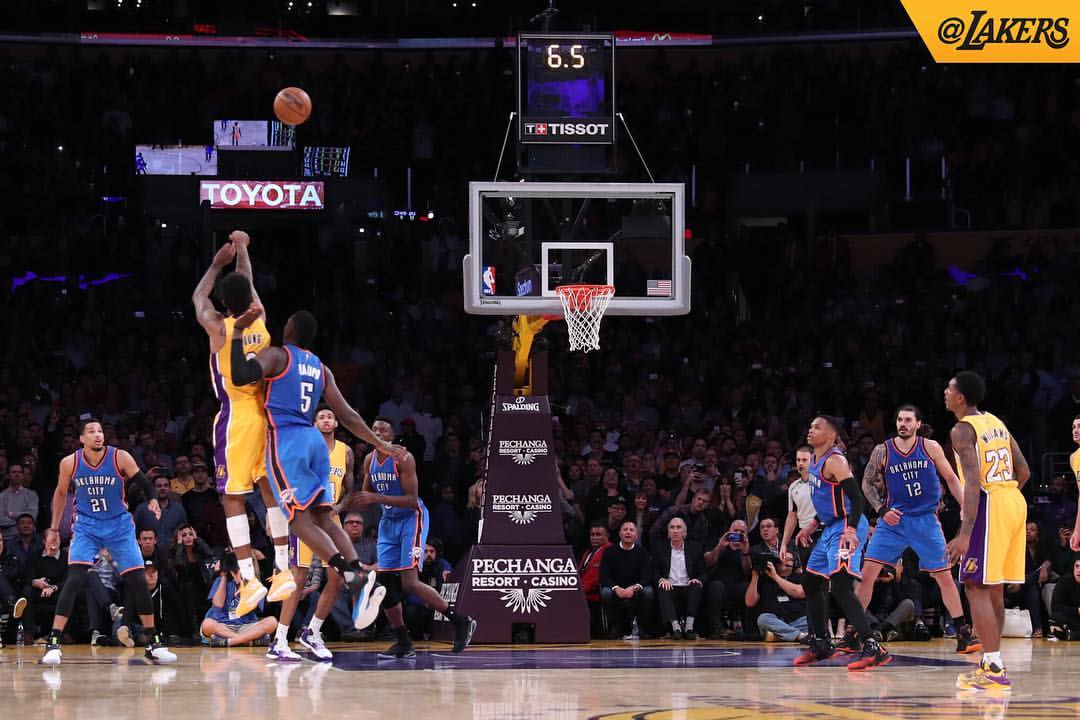 Curry, pass-happy Warriors rout Lakers this time, 149-106