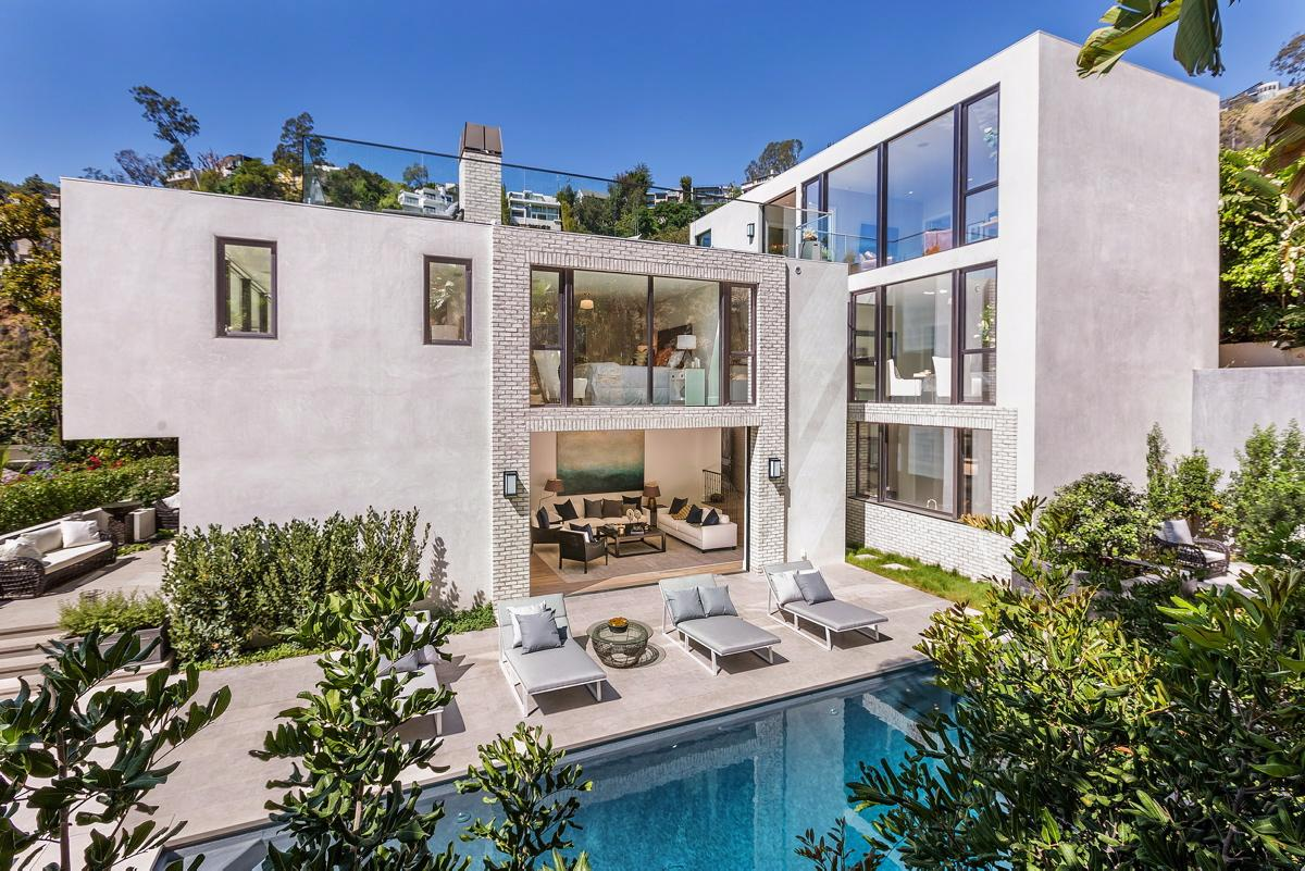 Kendall jenner 39 s hollywood hills home burglarized canyon for Hollywood home for sale