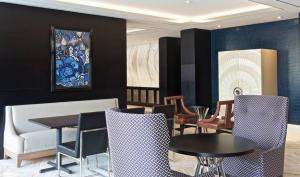 Beverly Hills Marriott Lounge