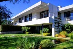 Jennifer Aniston's Bel Air mansion. Photo courtesy MLS.com