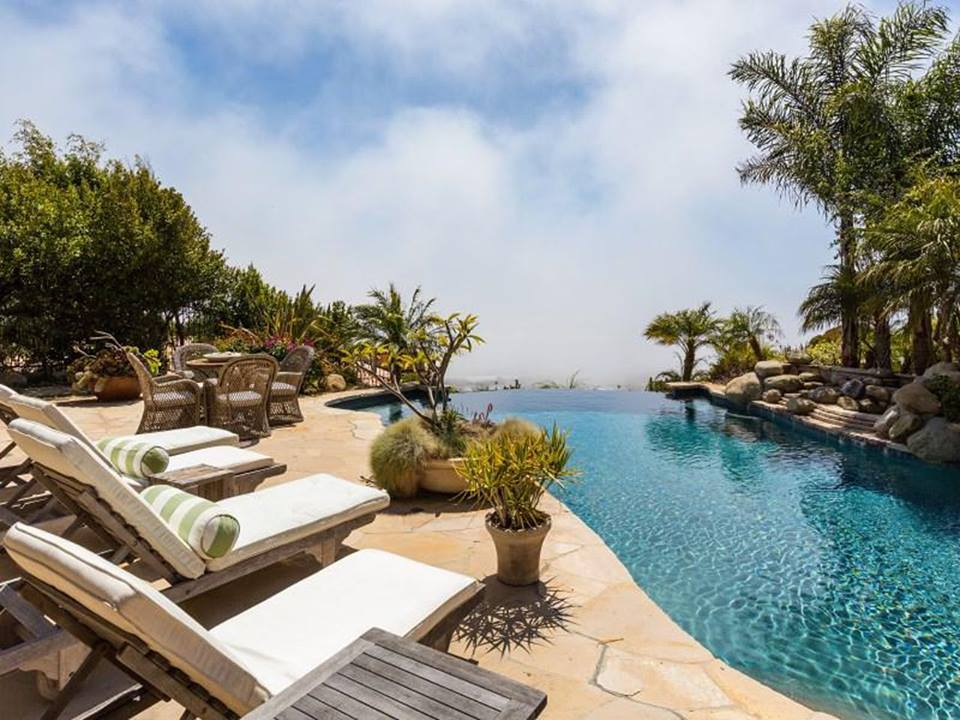 """The actual infinity pool of """"The O.C."""" house"""
